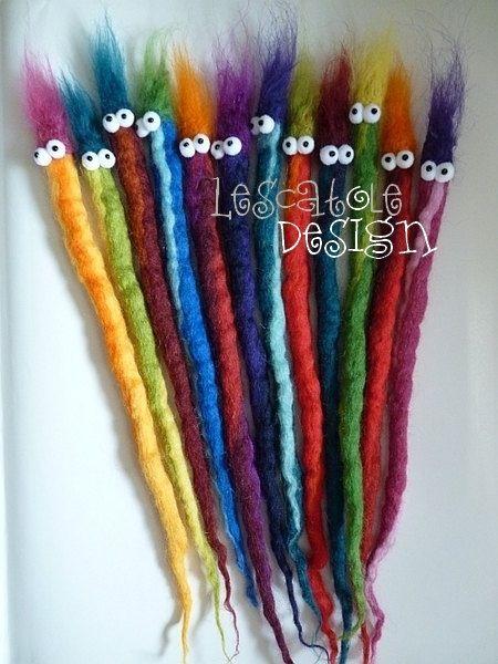 Vilten: iets maken van een vilt. Een stof die bestaat uit wol of dierenharen.