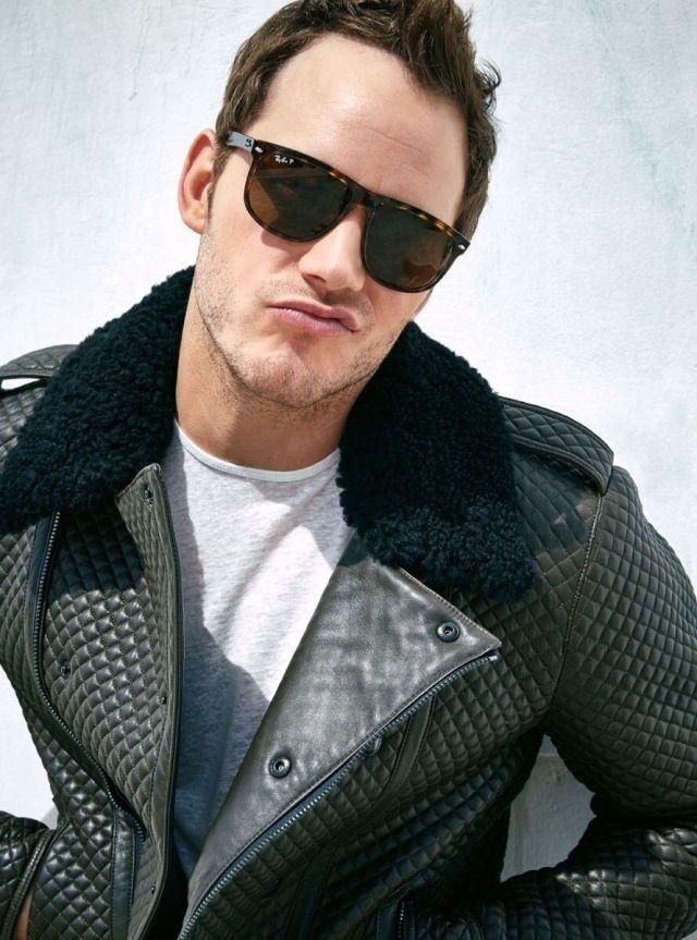 coolmydesire:designinspirationism:Chris Pratt.  omg want that jacket though.
