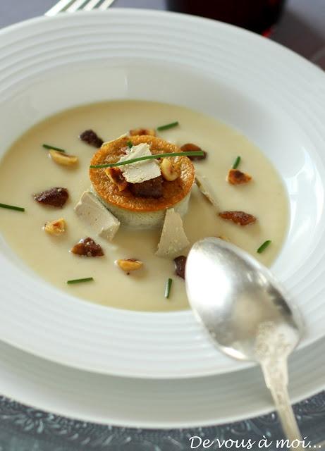 Petits flans de foie gras sur velouté de pommes, fricassée de marrons et noisettes