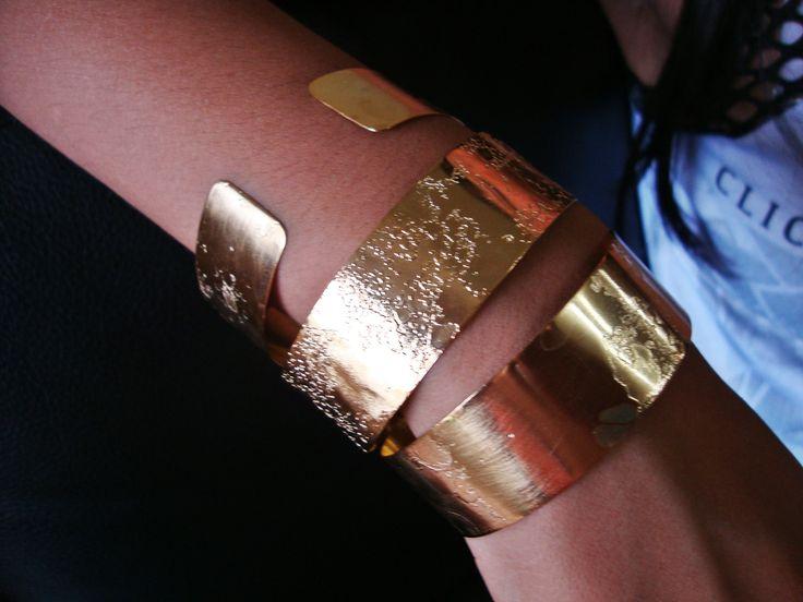 Brazaletes grabado al ácido, con baño de oro