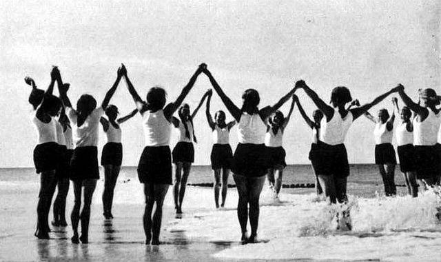 """hitler youth and bund deutscher maedel Deutsche mädel, the monthly journal of the """"league of german girls"""" (bdm or  bund deutsche mädel) under the auspices of the hitler youth."""