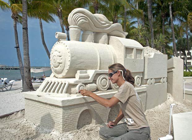 Trem de areia   Sand train #escultura #sculpture #trem #train