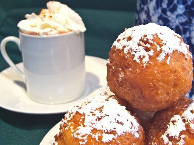 Buñuelos are similar to doughnut holes and are a traditional Colombian holiday treat but lets be honest, they're great year round. #food #dessert