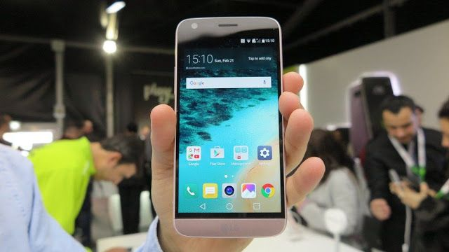 El LG G5 no es sólo un smartphone también es un ecosistema   LG Electronics presenta el LG G5 en el Mobile World Congress 2016 este domingo con la pretensión de pelear en la gama alta frente al Galaxy S7 de Samsung y el iPhone 6s de Apple.  LG ha decidido usar el metal en un cuerpo unibody en su terminal bandera y emplear un novedoso sistema de periféricos para no renunciar a la batería extraíble como ha hecho la inmediata competencia. El LG G5 no es una iteración más como lo fueron los…