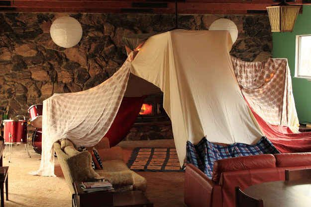 Best 25 adult fort ideas on pinterest fort ideas indoor activities for adults and diy fort for How to make a fort in the living room