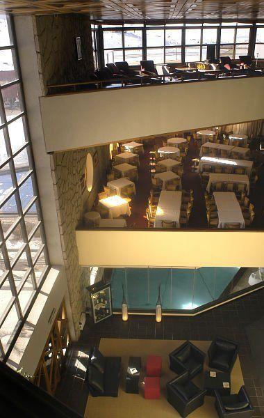 NL. Hotel Piscis: -1 spa(verwarm zwembad met sauna en behandelingskamer), gelijkvloers het restaurant en op het 1e verdiep de ontspanningsruimte. FR. Hôtel Piscis: au grenier un spa(une  piscine climatisée, les saunas et chambre de traitement), au rez-de-chaussée le restaurant et au premier etage l'endroit relaxant DE. Hotel Piscis: im Keller der Spa(Eind Wellenbad, Sauna und behandlungsraum), auf Erdgeschoss das Restaurant und am erster Etage Erholungsraum