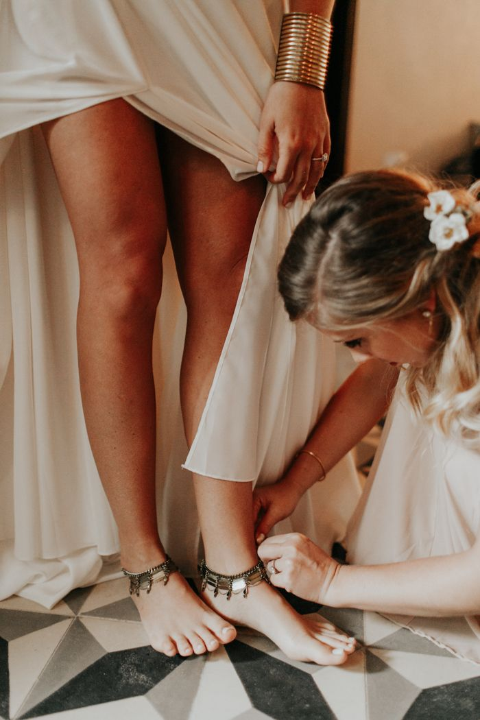These anklets are the perfect touch to this bride's beach boho look | Image by Melissa Marshall