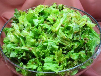 ... à minha moda!: Salada de alface com molho de alho e bife grelhado...