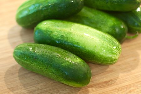 Pickling cucumbers for sugar-free bread and butter pickles