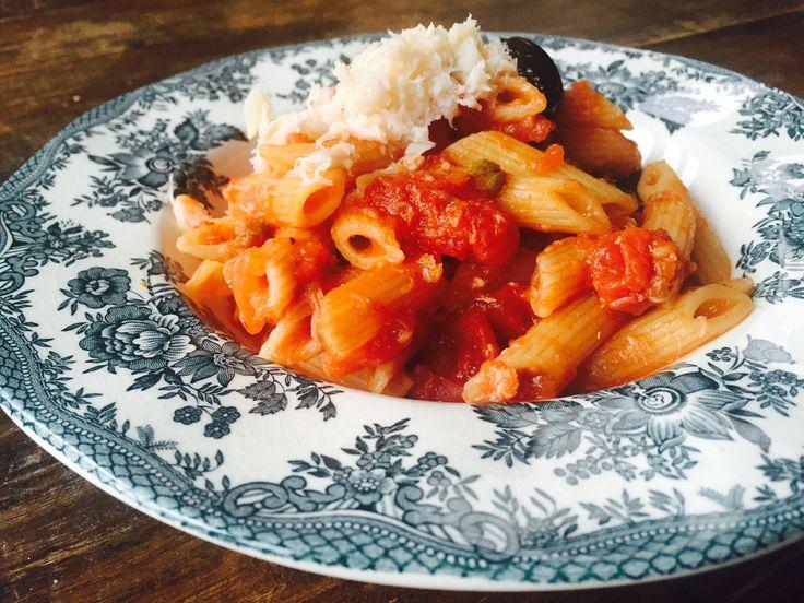 Snelle pasta met krab, tomaat en knoflook