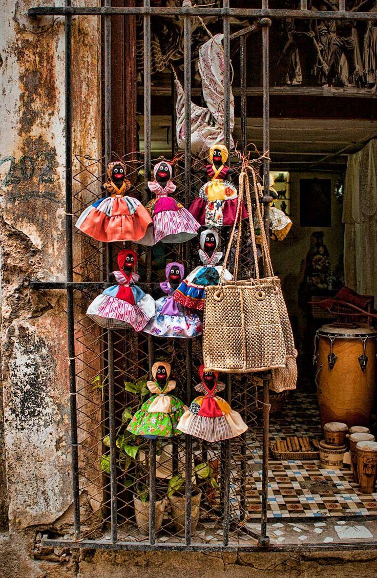 Vas a la tienda por bicicleta para gastar.   Cuba, Cuban Variety Store | ©2014 John Galbreath