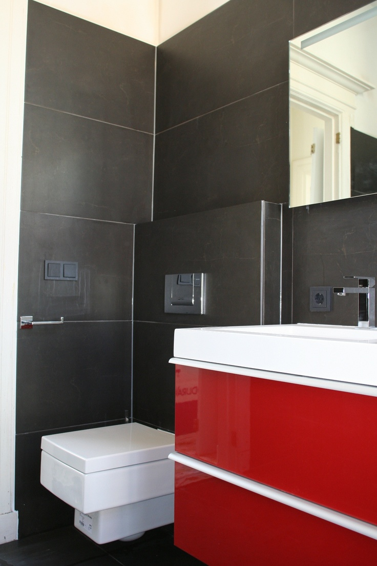 25 beste idee n over rode badkamers op pinterest badkamer muur kleuren kleine badkamer - Betegelde rode badkamer ...