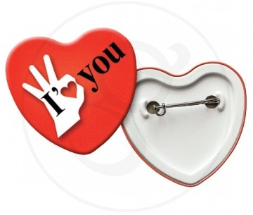 Spille in latta di forma di cuore, personalizzabile fino a 6 colori. Retro con chiusura a spilla da balia.