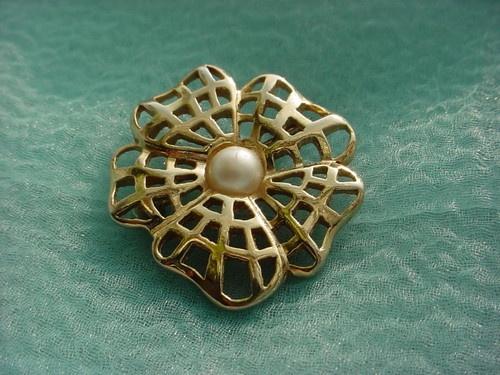 Retro stylized flower pin~ Fashion Find!: Flower Pin, Flower Fashion, Online Store