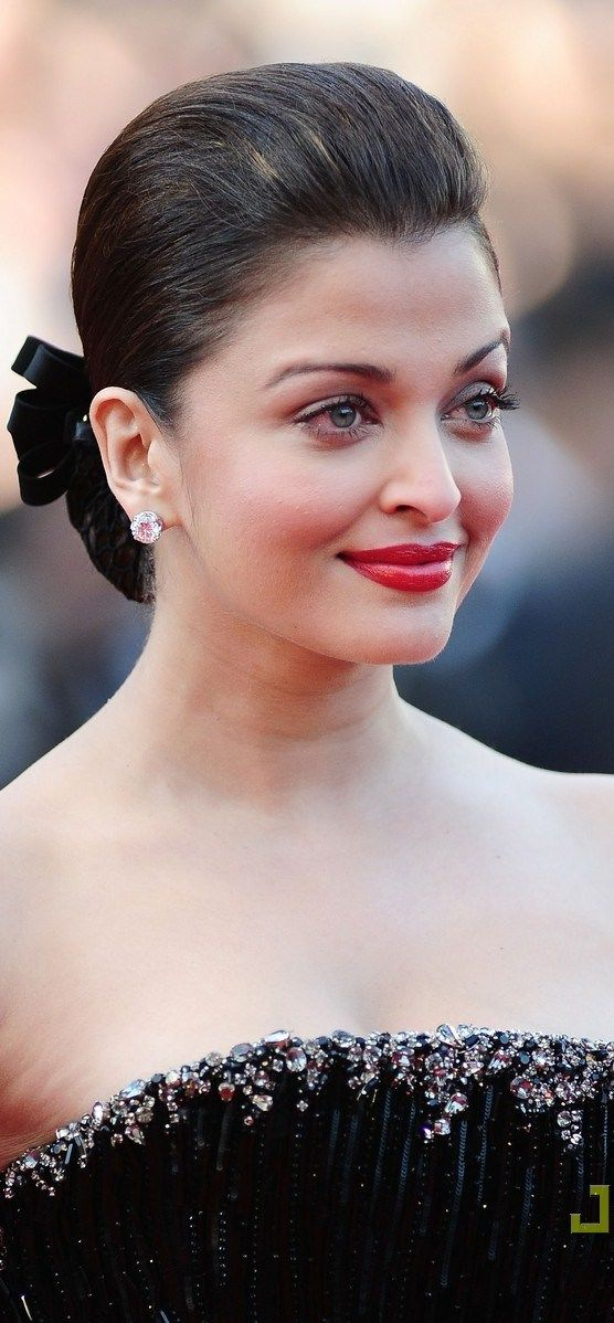 Aishwarya Rai Bachchan at Cannes Film Festival 2010 (Red Carpet)