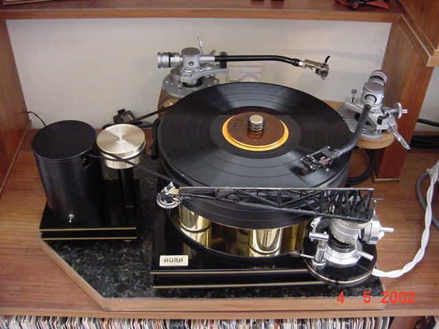 Dave Whittaker's Aura turntable with balsa tonearm