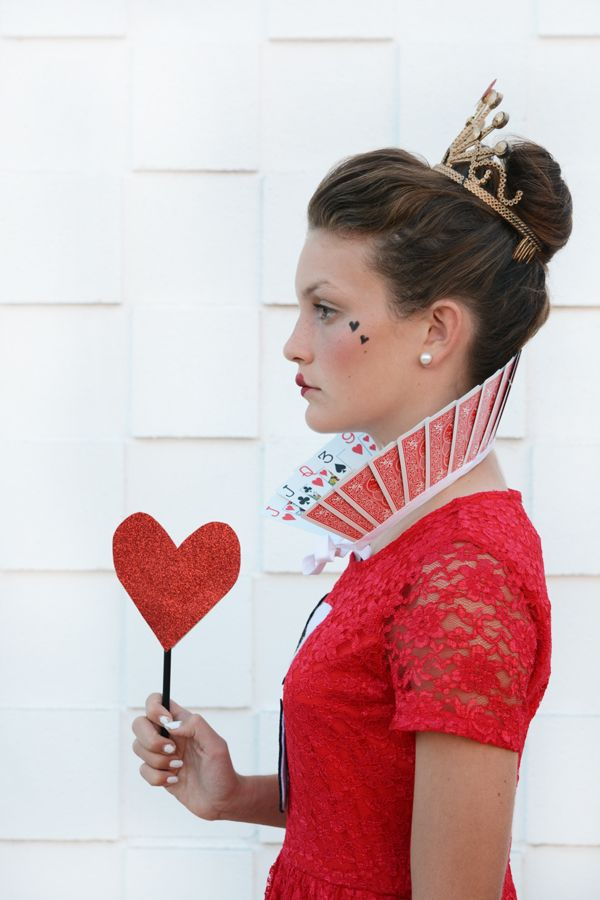 Alice in Wonderland Halloween Costumes for Siblings - Queen of Hearts Card Collar