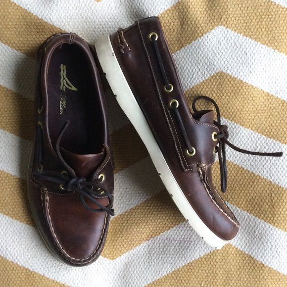 LISTING {Sperry Top-sider} Leather Boat Shoes Amazing brown leather boat shoes, in fabulous condition. The perfect preppy addition to your spring and summer attire!  These are Men's size 6 1/2/ Women's size 8. Super comfortable. Sperry Top-Sider Shoes Flats & Loafers