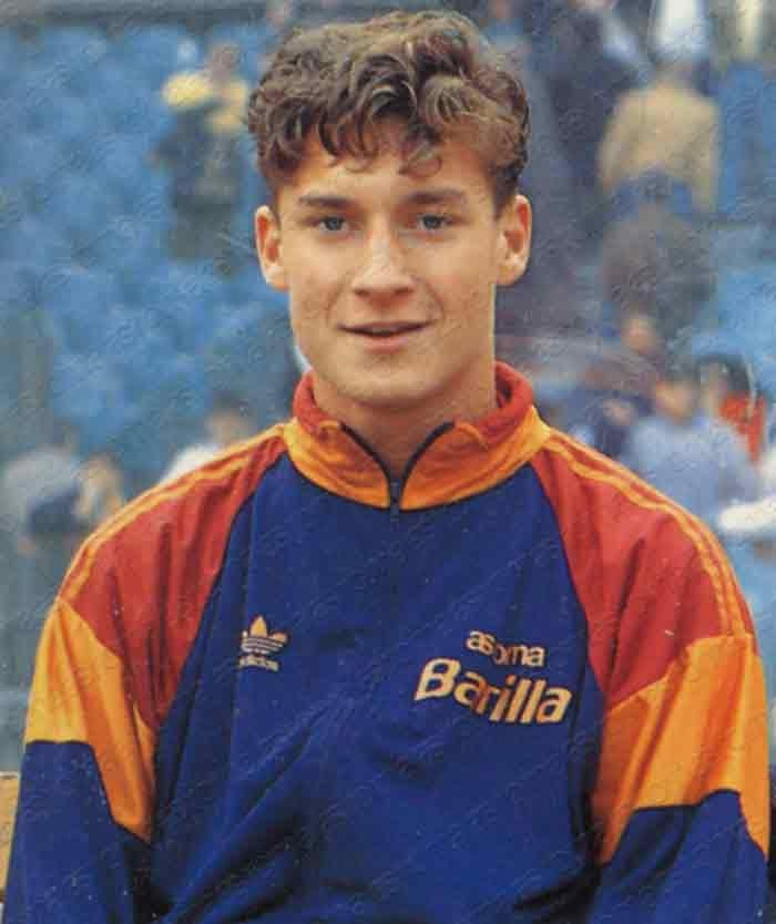 28/03/1993, Brescia v Roma: in the 88th minute the Giallorossi took off Rizzitelli and sent on Totti. Nineteen years ago the captain made his Serie A debut: grazie Francesco!