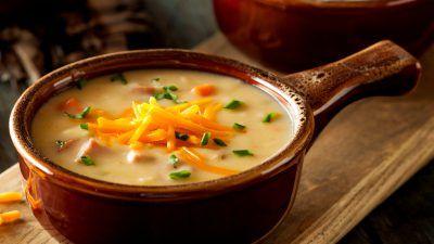 1. Se spală foarte bine spanacul şi se taie mare. În oala de fiert supa se topeşte untul şi apoi se adaugă spanacul. 2. Se prepară supa din concentrat de pui cu apă, lăsându-se să dea într-un clocot, apoi se dă deoparte. 3. Ouăle se bat bine cu parmezanul, se amestecă cu spanacul şi se …