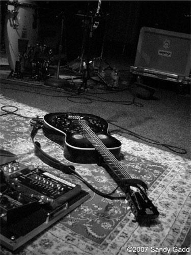 Resonator guitar