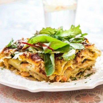 Prova laga denna underbart krämiga laxlasagne, en härlig variant av klassiska lasagnen! Här hittar du receptet, smaklig måltid!
