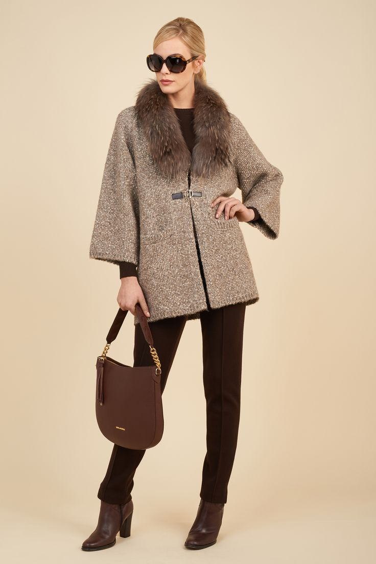 Woven jacket with removable fur collar, A-line.