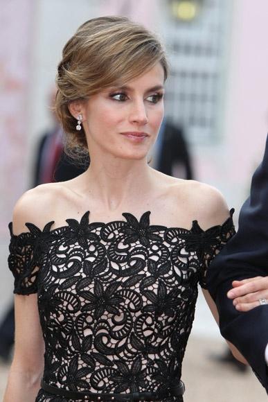 Queen Rania of Jordan  Royal  Royal wedding gowns Queen