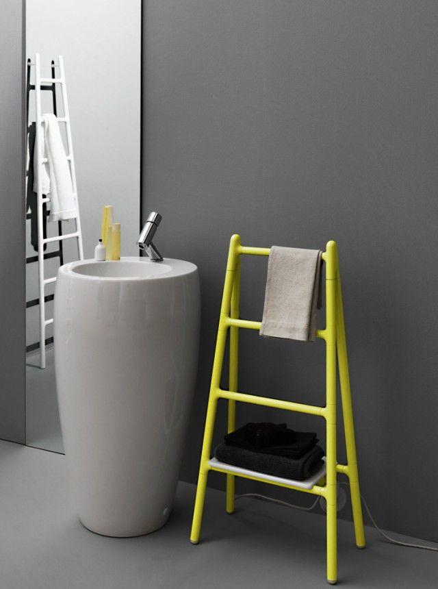 È di tipo freestanding lo scaldasalviette Scaletta di Tubes (www.tubesradiatori.com), a funzionamento elettrico. Realizzato in alluminio, in un'ampia gamma di colori, misura L 51 x P 30 x H 104 cm.