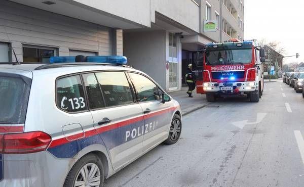 Feuerwehr bei Kleinbrand in einer Wohnung in Wels-Innenstadt im Einsatz