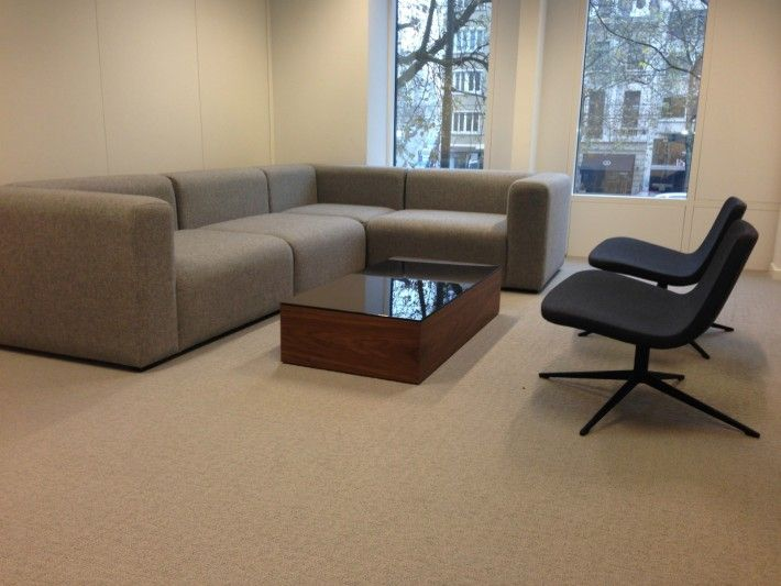 Mags Sofa & Ray lounge on swivel base - Volkswagen Services Brussels