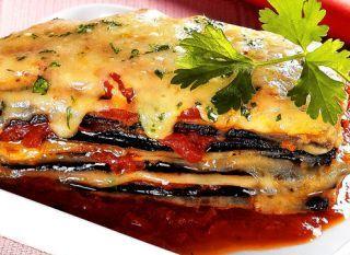 """Que tal fazer um prato vegano, como a <a href=""""http://mdemulher.abril.com.br/culinaria/receitas/receita-de-lasanha-berinjela-napolitana-622902.shtml"""" target=""""_blank"""">lasanha de berinjela napolitana</a>?"""