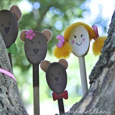 Goldilocks and the three bears puppets made from wooden spoons...adorable.