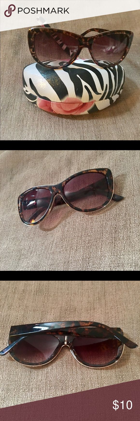 Candie's Tortoise Shell Sunglasses Faux Tortoise Shell Cat eye Sunglasses NWOT, Free Case included in the Price.💕🎁 Candie's Accessories Glasses