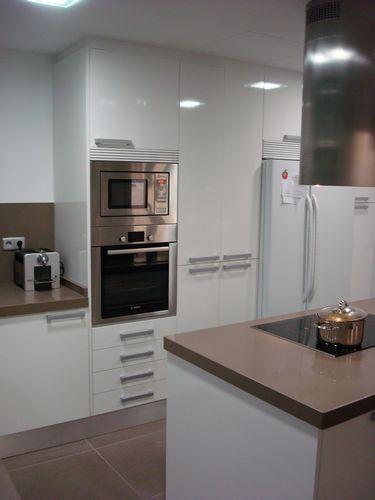 Posici n de los tiradores en los muebles de cocina for Tiradores muebles cocina