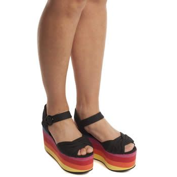 Paint your whole feet with a #rainbow! #schuh