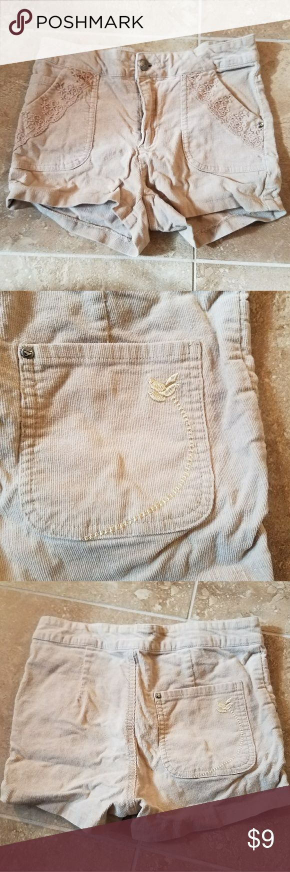 Beige shorts Very good condition beige shorts. Size 3 Shorts