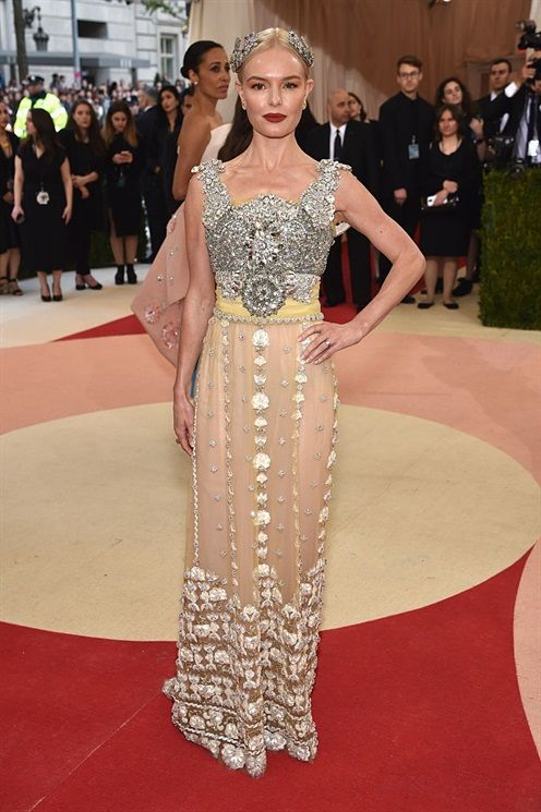 #KateBosworth in @dolcegabbana #met #metgala #redcarpet #vogue #vips #celebrities #fashion #fashionstyle #style #model #met2016 #metgala2016 #alducadaosta #glamour #outfit #dress #dream #dolcegabbana