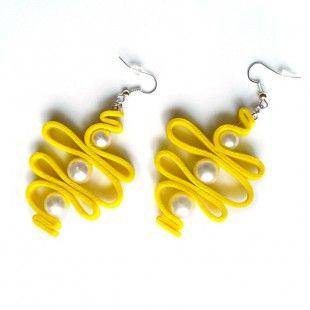 Yellowdream orecchini in moosgummi e borchie dorate pezzo 1- handmade