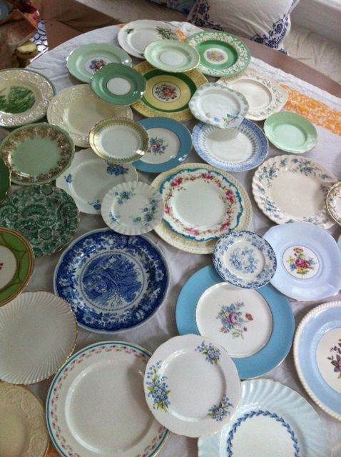 great idea {find various china plates at thrift stores and second hand stores and use them in the wedding}