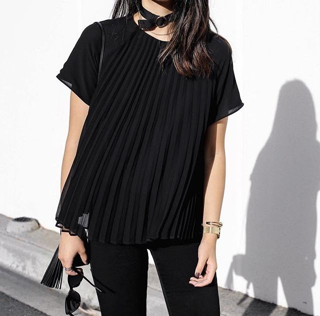 All black minimal and chic look