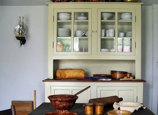 Instead of modernizing your kitchen, why not vintage-ize it? Returning a kitchen to its retro roots.