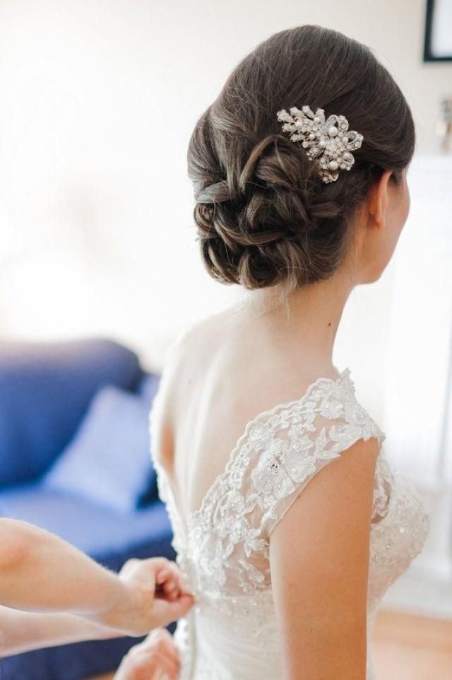 Bride with a beautiful slide in and her hair up in a glance bun! ⭐♥