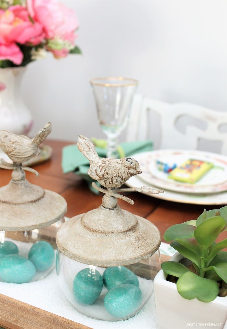 Thrifty Easter decor and tablescape ideas: I found so many great items again in thrift stores, and they all came in handy for this year's Easter decoration. #Easter #table #decor #birds #spring #tablesetting