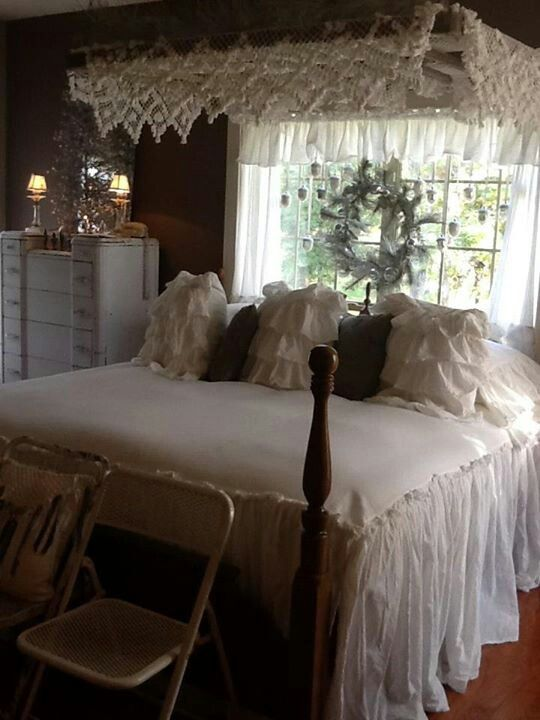 Vintage bedding...canopy and wreath......