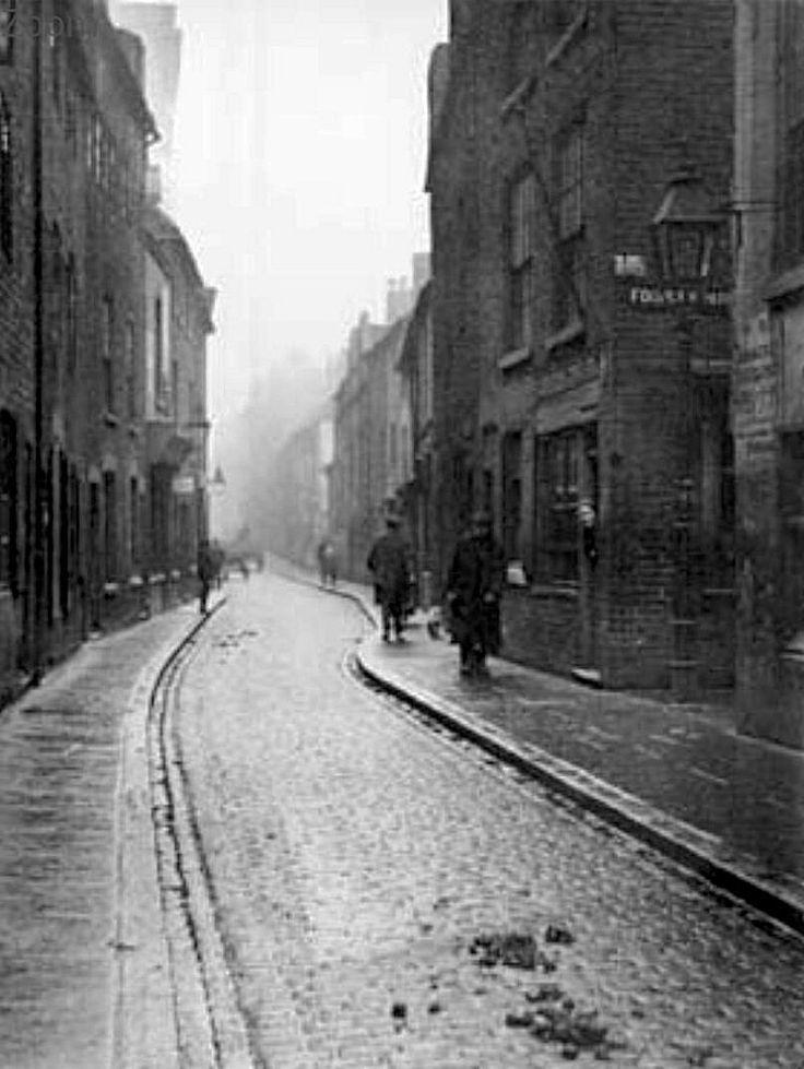 Red Lion Street in Narrow Marsh, Nottingham, 1919.