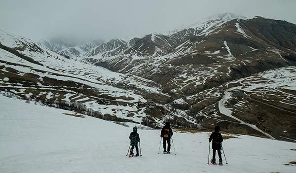 Week-end randonnée à raquette en Oisans dans les Alpes Voyage en famille avec enfants et week-end en famille Voyage en famille avec enfants et week-end en famille