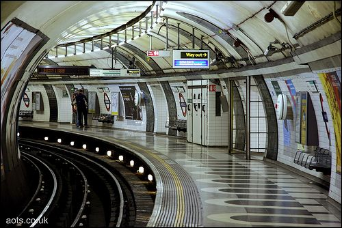 Waterloo underground station. Quite honestly I had started having problems with the London underground, because of the poor ventilation, crowds, and the panic attack. Certain lines are especially terrible in this respect and forget about wearing heels.