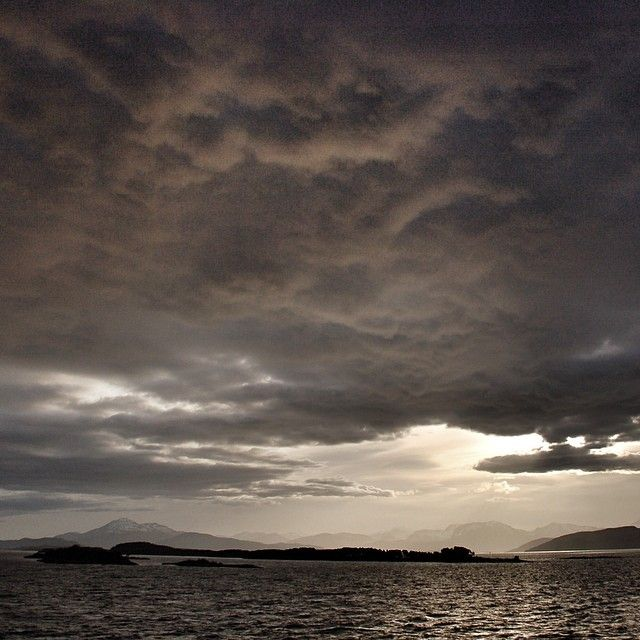 #Moldefjord #Fannefjord #romsdal #rsa_water #rsa_nature #ilovenorway #selgnorge #fjords #visitnorway #bestofnorway #bestofscandinavia #norge #norway #møreogromsdal #nature  #bestnatureshot #top_landscapes #superb_shots #amazing_shots #beautiful_earth_pics #nature_featuring #westernnorway #thebestofnorway #Padgram