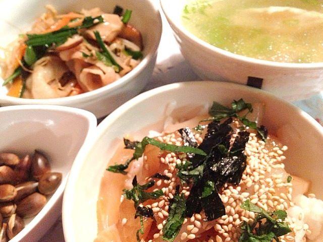 贅沢にさっき取れたアオリイカも入れて、イカ鯛めし(*^_^*) - 18件のもぐもぐ - 鯛イカめし     鯛のお吸い物   野菜炒め   椎の実 by mari miyabe